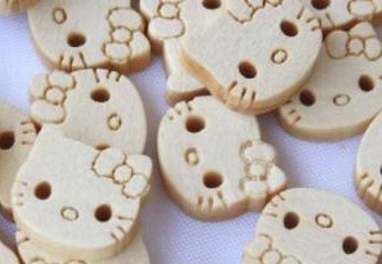 10 Boutons Hello Kitty en bois taille 11 mm